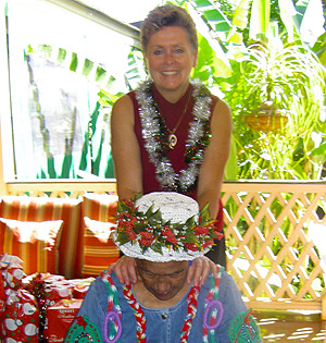 Mana Lomi Outreach - Carol Hart with Kupuna